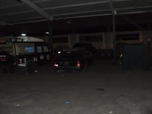 we laten de auto's achter, rechts de T-Ford in zijn pyamahoes