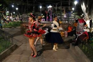 dancers 1 Sucre